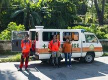 2017年9月16日,朗芒芽地,菲律宾-有医生的救护车小室在街道上合作 休息的救护车队 库存照片