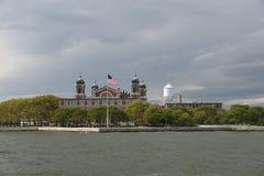 2017年9月13日,纽约港口,纽约 埃利斯岛看法如被看见从上部纽约海湾 免版税库存照片