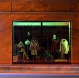 2017年9月15日,翼果,俄罗斯便利商店mod `上司`,与时装模特的窗口 库存照片