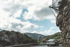 2017年10月2日, Topolia,希腊-危险山路在Topolia峡谷 免版税库存照片