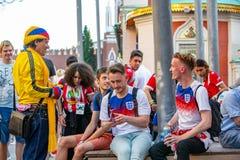 2018年6月16日 世界杯2018年,在M街道上的足球迷  库存照片