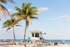 2018年1月13日 佛罗里达Fort Lauderdale 人们是有趣的在Las Ola海滩 库存照片