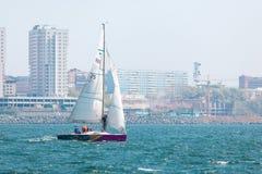 2017年5月15日-俄罗斯,符拉迪沃斯托克:游艇的赛船会 免版税库存图片