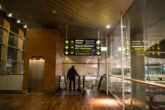 2019年2月18日 卡斯特鲁普机场在丹麦,哥本哈根 题材运输和建筑学 离开的夜空空 库存图片