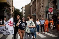 2017年9月17日-同性恋自豪日游行在贝尔格莱德塞尔维亚 同性恋自豪日的反对 免版税库存图片