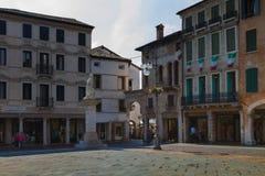 2016年6月11日 意大利-田园诗中世纪正方形在城市Bassano 库存照片