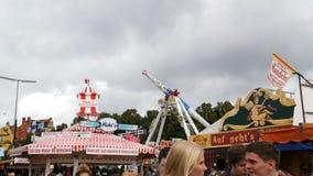 2017年9月17日-慕尼黑,德国:在获得的吸引力的最大的啤酒节日OktoberfestPeople乘驾乐趣和 股票视频