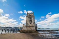 2017年7月10日-里斯本,葡萄牙 贝拉母塔-在一个海岛上的被加强的大厦在河塔霍河 库存照片