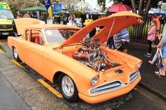 1955年Studebaker被修改入一个旧车改装的高速马力汽车 库存图片