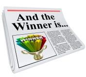 并且优胜者是报纸大标题公告战利品 免版税图库摄影