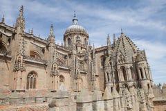 并行老和新的大教堂 免版税图库摄影