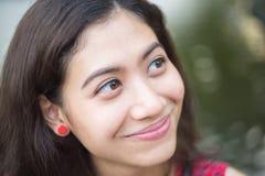 幸福亚洲女孩画象 免版税图库摄影