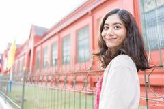 幸福亚洲女孩画象 免版税库存照片