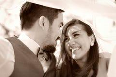 幸福和爱夫妇浪漫场面成为伙伴 库存照片