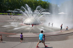 幸福喷泉  库存图片