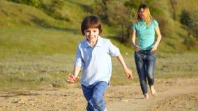 幸福家庭本质上、妈妈和儿子 股票录像