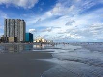 幸福的海滩边 免版税图库摄影