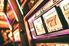 幸运的老虎机在赌博娱乐场 免版税图库摄影