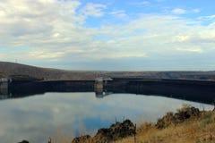 幸运的高峰水坝 库存照片