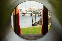 幻灯片和小船在港口 库存照片