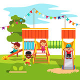 幼儿园公园与孩子的操场幻灯片 免版税库存图片