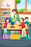 幼儿园老师和学员 免版税库存照片