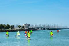 幼儿航行训练在拉罗歇尔 库存图片