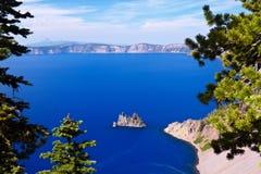 幽灵船, Crater湖 库存图片