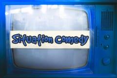 幽默剧蓝色电视系列节目风格电视标签老文字电视广播情景喜剧葡萄酒减速火箭的背景 免版税库存照片