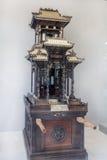 广东潮汕地区民间艺术,与罕见木雕刻,金子描述做了神 图库摄影