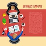广告业商业人打算衬衣适当的t模板妇女 顶视图工作区背景 免版税库存照片