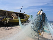 广告小船捕鱼网 库存照片