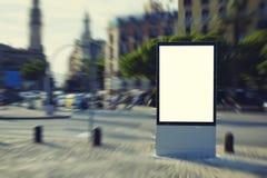 广告广告牌在镇中心站立 图库摄影