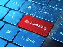 广告概念:提供经费给标志和行销在键盘背景 免版税库存照片