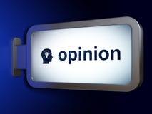 广告概念:观点和头有电灯泡的在广告牌背景 免版税库存照片