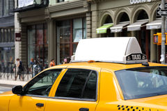 广告牌出租汽车黄色 库存图片