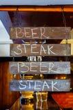 广告牌在餐馆 库存照片