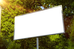 广告牌帆布嘲笑在城市背景美好的天气和阳光 库存照片