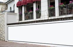 广告牌空白大模型和模板空的框架的商标或文本在外部街道广告海报屏幕城市背景 图库摄影