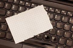 广告网站促进横幅被撕毁的模板空白的设计企业空的拷贝空间文本渐近3x5座标图纸 免版税库存图片