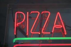 广告薄饼餐馆takeway符号的街道 库存图片