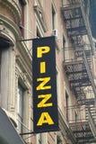 广告薄饼餐馆takeway符号的街道 库存照片