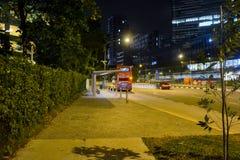 广告登广告者弄脏了公共汽车复制通过安排范例风雨棚终止的光晚上对可视的通信工具 免版税图库摄影