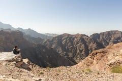 广告Deir,约旦2015年12月25日:在Petra附近的美好的风景 库存图片