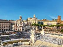 广场与圣玛丽亚二洛雷托省修道院的Venezia广场Venezia看法从Palazzo Vittoria的观察台的, 免版税库存图片