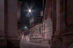 广场中央寺院在晚上 免版税库存照片
