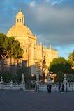 广场中央寺院或大教堂广场有圣诞老人阿佳莎大教堂的  免版税库存图片