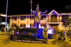 广场在夜喷泉的Machupicchu秘鲁有印加人雕象的 库存图片