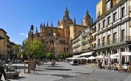广场市长正方形和大教堂在塞戈维亚,西班牙 库存图片