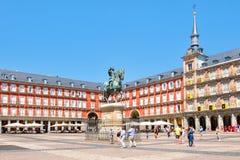 广场市长的游人,一个历史的正方形在马德里 免版税库存照片